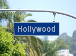 day_2d9c0c7f_USA Tours - Los Angeles - Hollywood street sign.jpg